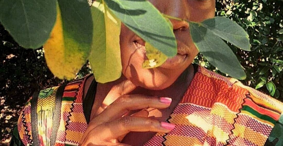 cropped-naija-girl-in-kente5.jpg